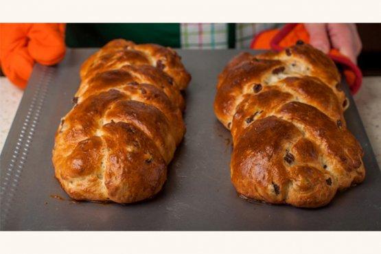 Photo of Sweet yeast braid with raisins