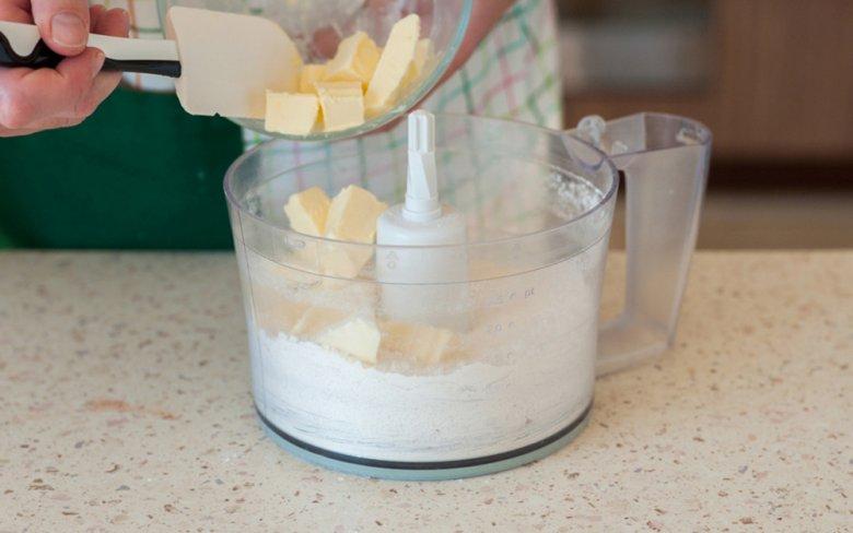 Simple currant cake