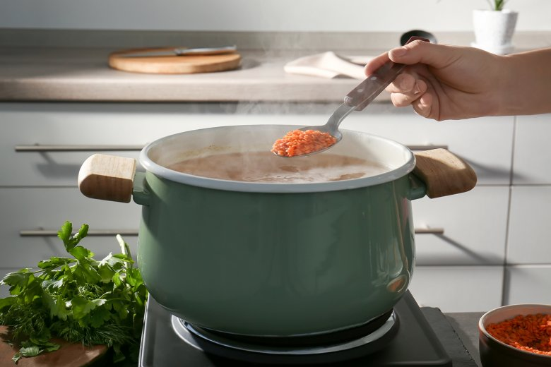 The lentils are added directly to the boiling water.