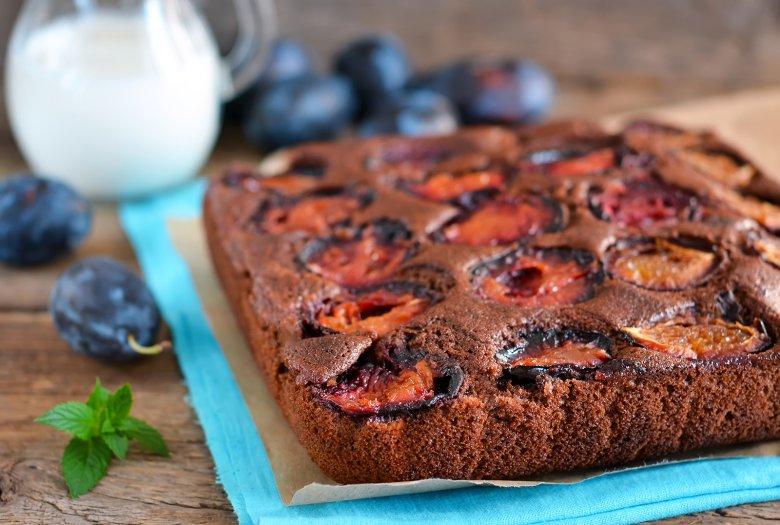 Plum cake with chocolate