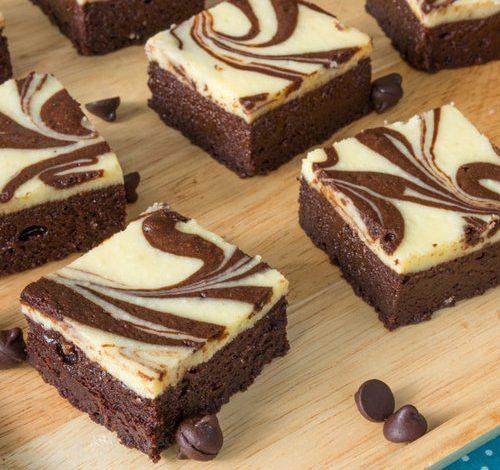 Juicy low carb chocolate vanilla brownies